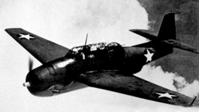 Ein Torpedobomber des Types TBF Avenger in der Luft