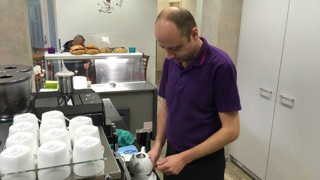 Fabian Auer lavura el café Georgina.