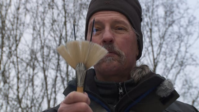 Ritual mit Pinsel und Räucherstäbchen: Schamane Charles Rüttimann