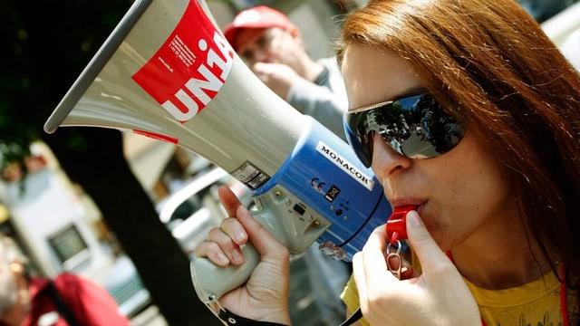 Gia il 2009 avevan commembras da l'Unia protestà cunter in auzament da la vegliadetgna da renta.