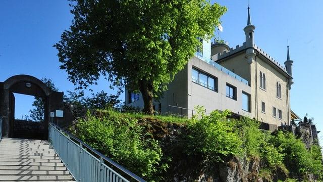 Blick auf das Ausflugsrestaurant mit Treppe im Vordergrund
