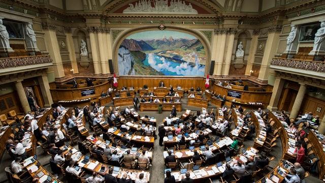Blick von oben in den vollen Nationalratssaal.