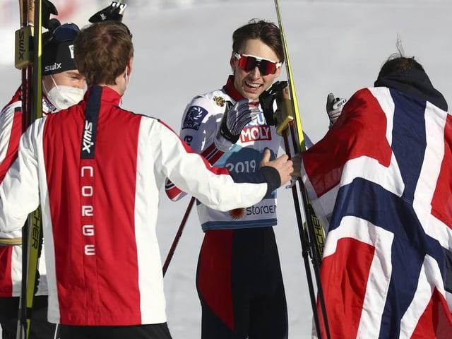 Kombi-Gold für Norwegen – Deutschland gewinnt Mixed-Springen