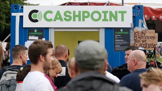 Cashless am Gurtenfestival: nach der Panne am Anfang funktioniert das bargeldlose Dasein nun wieder weitgehend.