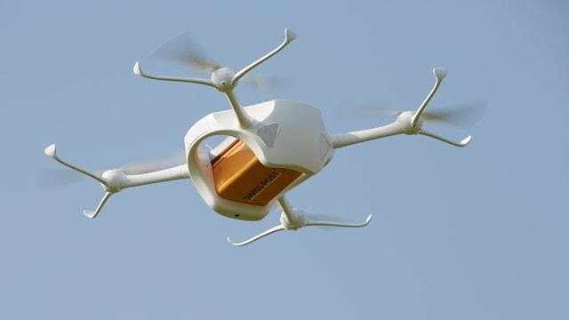 ina drona da la posta svizra