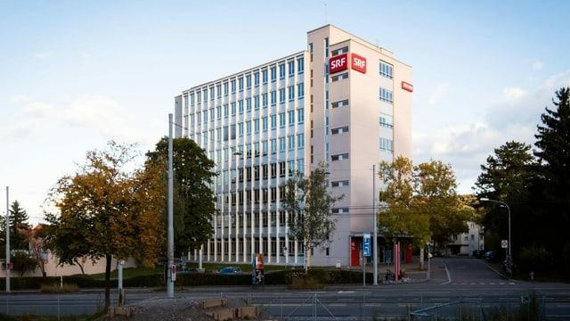 Das Radiostudio Zürich mit Hochaus.
