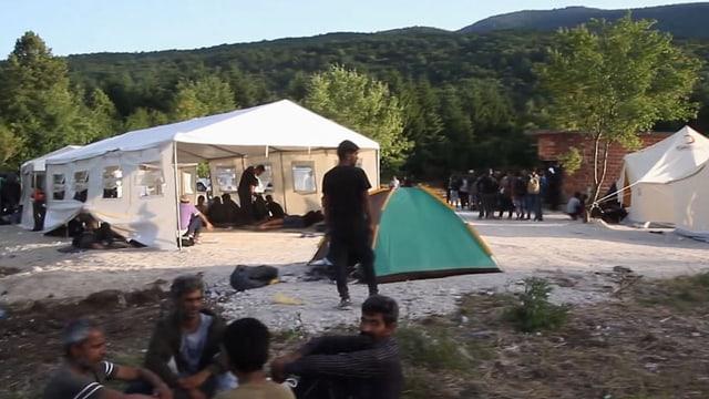 Ein Camp mit Zelten