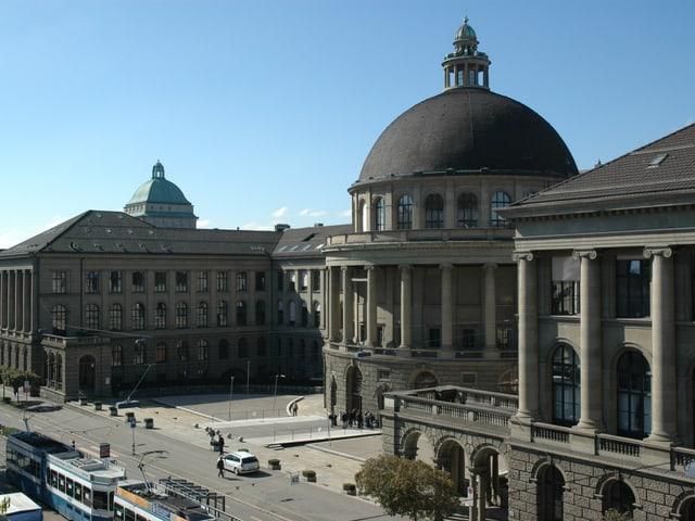 Das Hauptgebäude der ETH Zürich.
