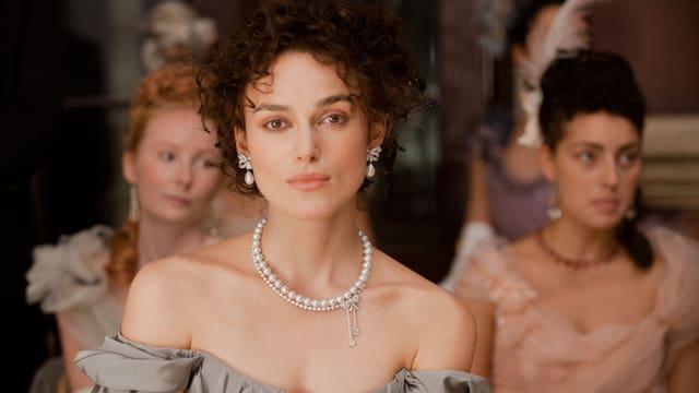 Keira Knightley spielt Anna Karenina.