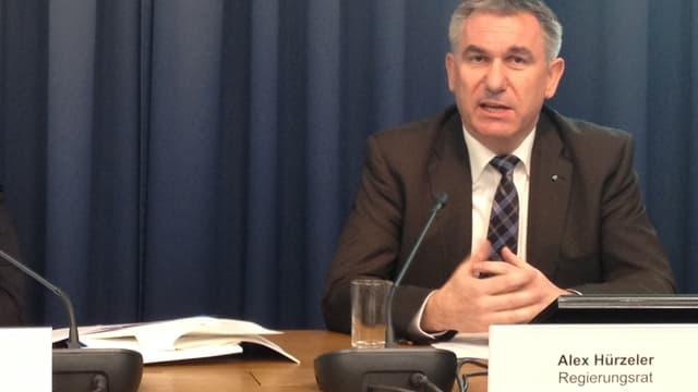 Der Aargauer Bildungsdirektor Alex Hürzeler erklärt, dass der Kanton die Schulpflegen vorerst beibehalten wird.