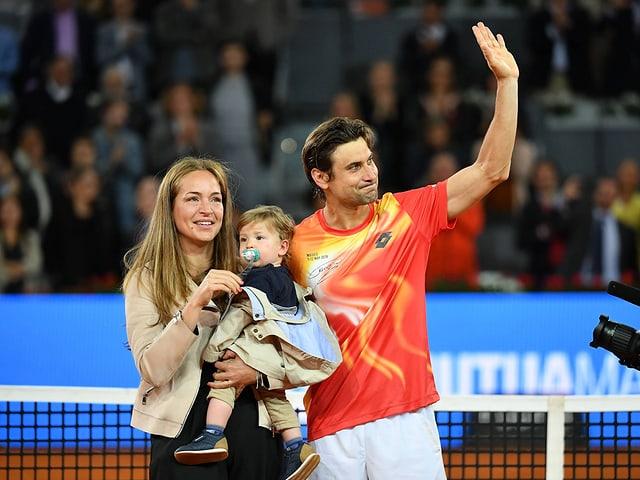 David Ferrer zusammen mit seiner Frau und Söhnchen Leo.