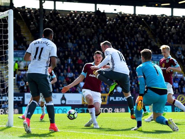 Wayne Rooney schiesst ein Tor