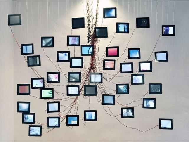 Kunstwerk von Florian Mehnert / 42 Videosequenzen gehackter Smartphones, 2014