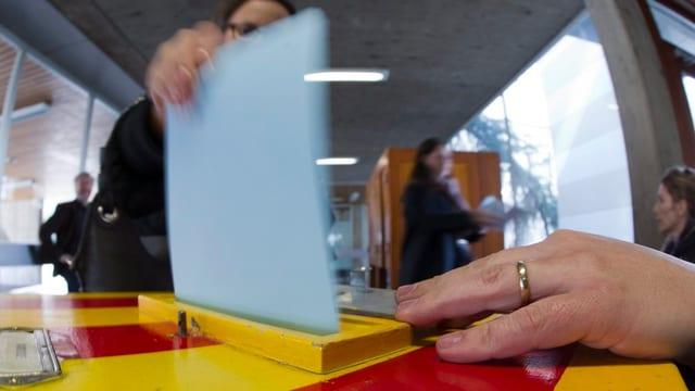 Urne im Wahllokal