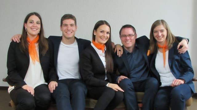 Fotografia da gruppa, Da sanester: Melanie Janka, Tino Schneider, Caterina Ventrici, René Epp e Corina Caluori.