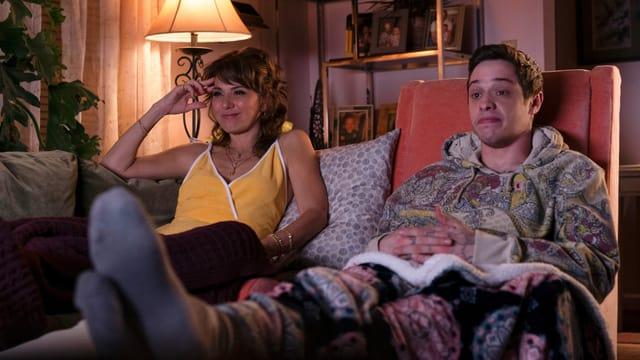 Scott hängt mit seiner Mutter (Marisa Tomei) ab.