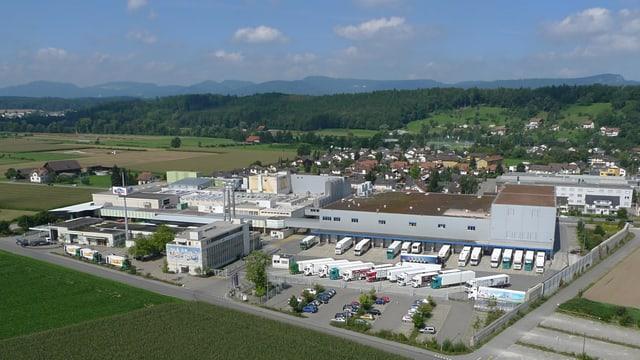 Luftaufnahme einer Fabrik.