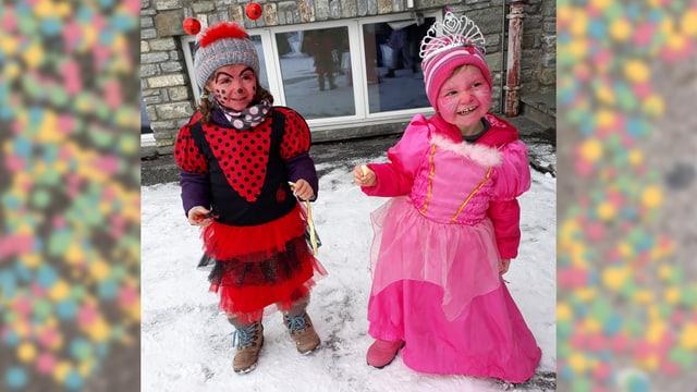 2 mattatschas costumadas da bau da cletg e princessa.