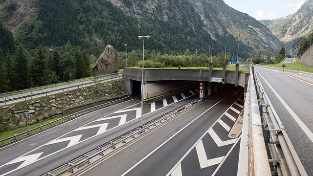 Entrada al tunnel dal Gottard al portal nord a Göschenen.
