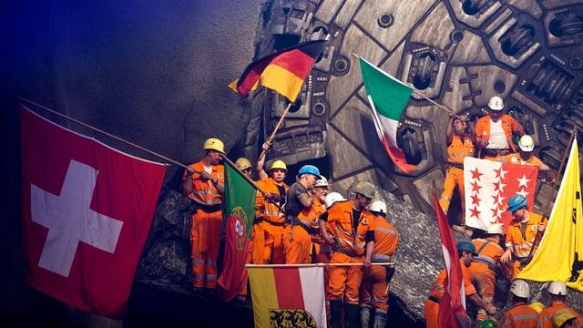 Mineure feiern nach dem 2. Hauptdurchschlag im Gotthardbasistunnel in Sedrun (2011)