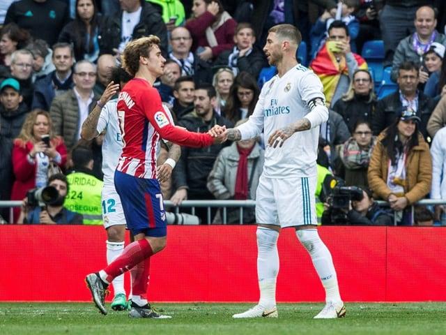 Atleticos Antoine Griezmann und Reals Sergio Ramos beim Handshake.