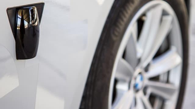 Scanner auf der Seite des BMWs