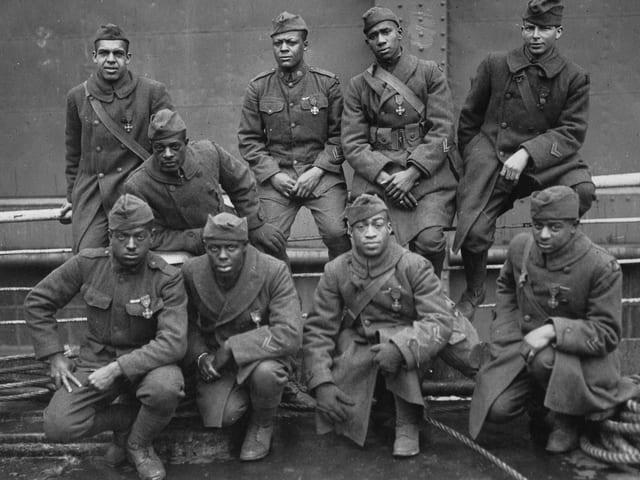 Neun Soldaten der Hellfighters.
