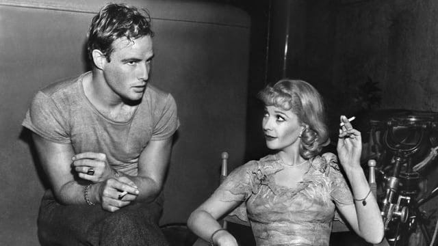 Marlon Brando und Vivien Leigh rauchend in einer Drehpause von «A Streetcar Named Desire».