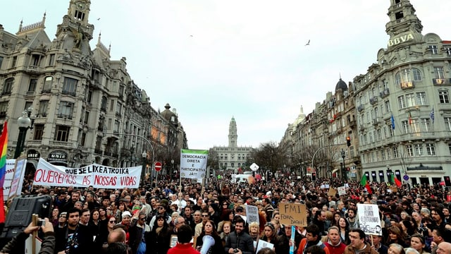 Massendemonstration in Porto.