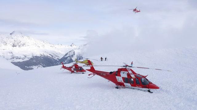 Helikopter der Rega im Prättigau