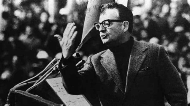 Der frühere chilenische Präsident Salvador Allende bei einer Ansprache im Jahr 1973.