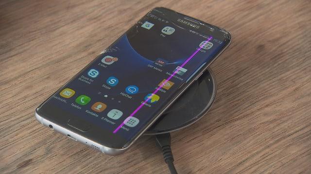 Samsung-Gerät mit pinkem Streifen