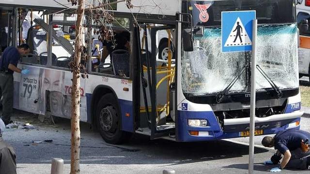 Zerbombter Bus.