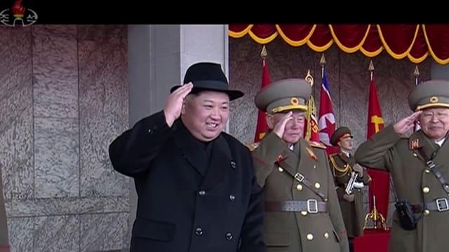 Kim Jong Un e glieud dal militar.