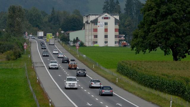 Strassenabschnitt der A8 zwischen Alpnach und Sarnen.
