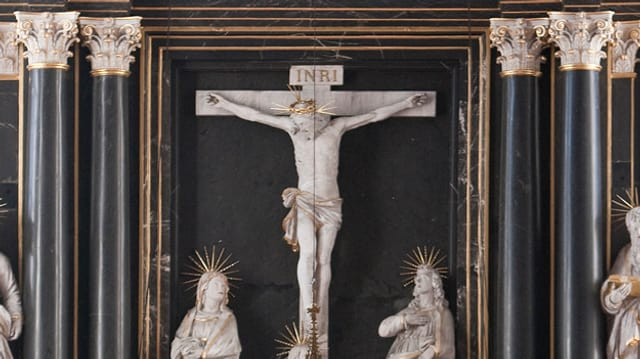 Kreuz in Kirche