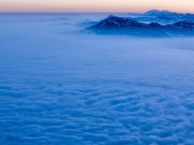 Hochnebel über Luzern, gesehen vom Pilatus aus.