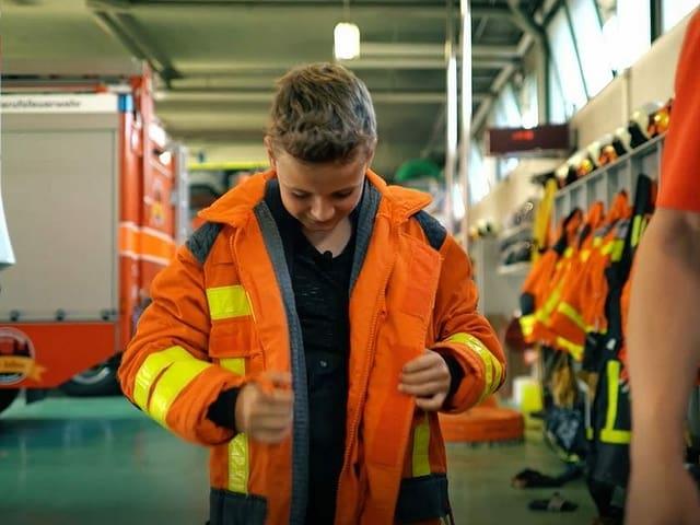 Andrin in Feuerwehruniform