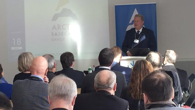 Al Gore referescha davart il stgaudament dal cllima e las consequenzas al WEF a Tavau.