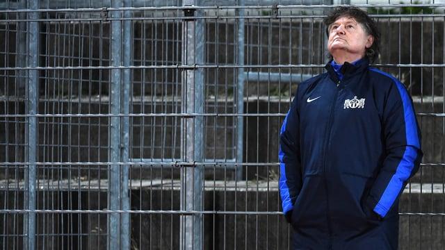 FCZ-Präsident Ancillo Canepa steht an einem Zaun