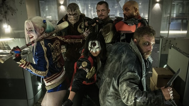 Superhelden im Lift