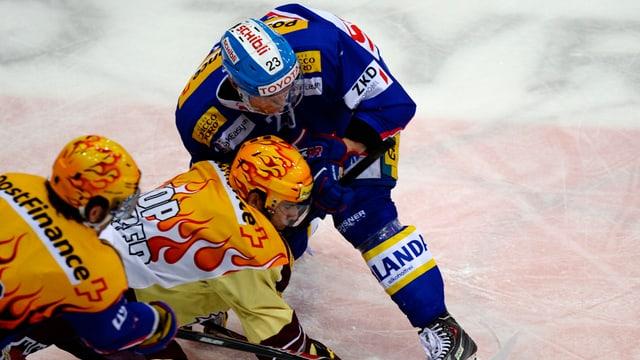 Hockeyspieler auf dem Eis.