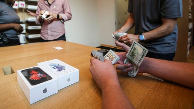 L'iPhone è cun distanza il pli impurtant product dad Apple e procura per passa 60% dal retgav.