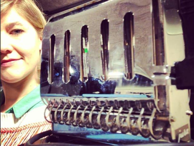 Morgenmoderatorin Anic Lautenschlager macht den Anfang. Sie hat einen Toaster zu vergeben.