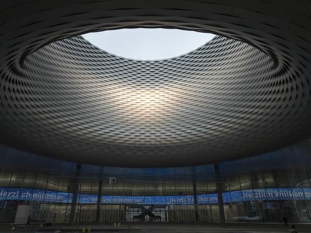 Herzstück des Neubaus von aussen: Ein Loch mit Blick in den Himmel.