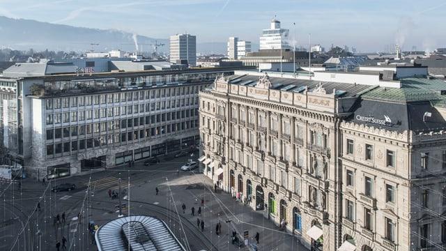 Las duas bancas grondas Crédit Suisse ed UBS sin il Paradeplatz a Turitg.