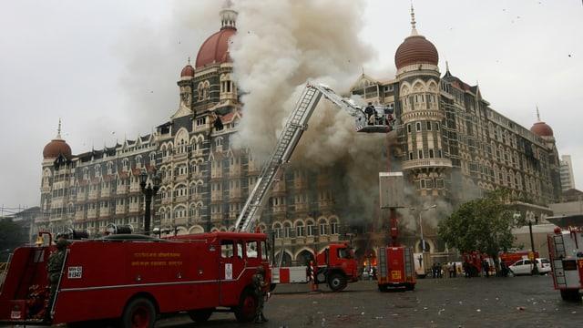 Hotel in Mumbai in Rauch gehüllt