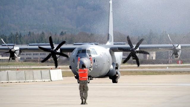 Transportmaschine vom Typ C-130J landet in Ramstein. (Archivbild)