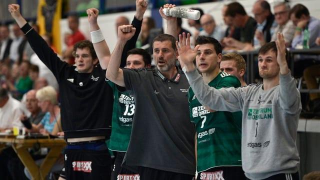 Wacker-Coach Martin Rubin (Mitte) möchte am Samstag den Meistertitel gewinnen.