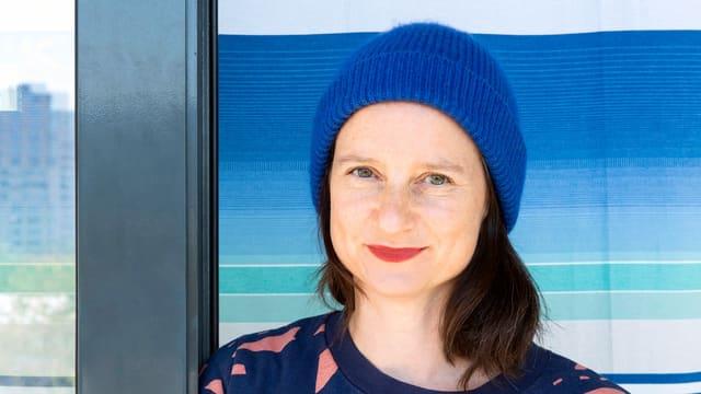 Portrait einer Frau mit Mütze.